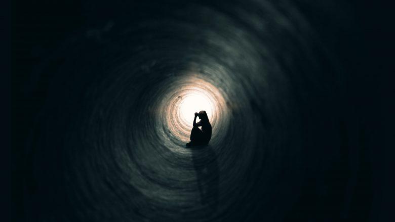 Pse ke frikë të rrish vetëm?!