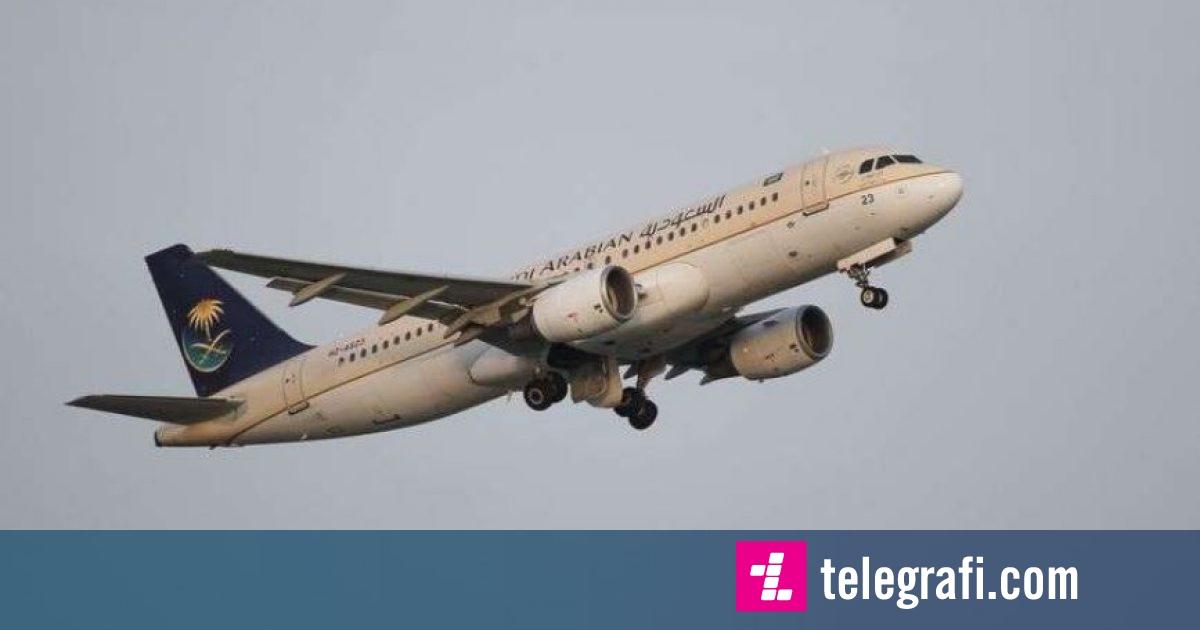 E harroi fëmijën në aeroport, nëna i kërkoi pilotit ta ulë aeroplanin