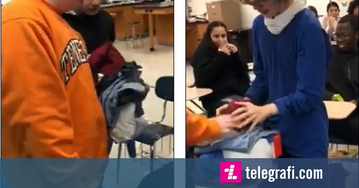 Befasojnë shokun e klasës, i dhurojnë një palë atlete – i riu shpërthen në lot nga emocionet (Video)