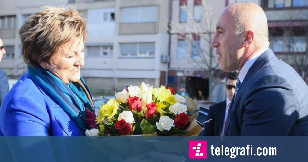 Haradinaj uron mësuesit për festën e 7 marsit, thotë se do të kenë kujdes më të dinjitetshëm institucional