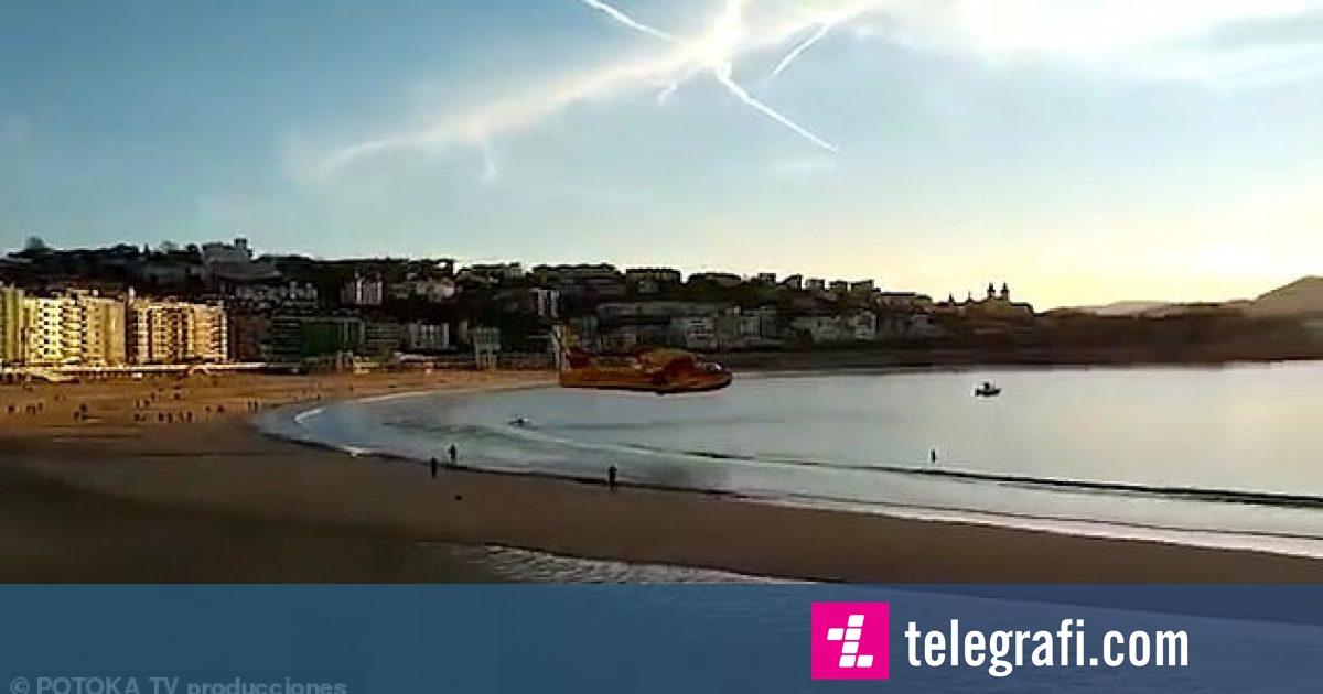 Aeroplani fluturoi shumë afër pushuesve të plazhit, mblodhi ujë për të shuar një zjarr në afërsi (Video)