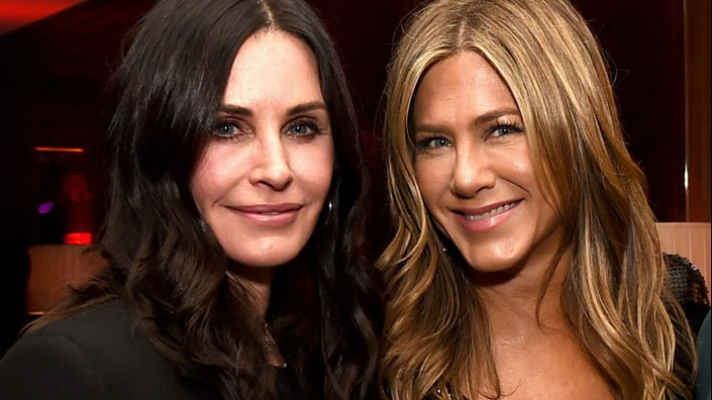 "Dy bashkaktoret e dikurshme nga seriali ""Friends"", Courteney Cox dhe Jennifer Aniston (Foto: Kevin Winter/Getty Images/Guliver)"
