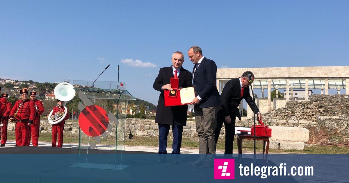 """Ilir Meta dekoron Dardan Gashin me titullin """"Kalorës i Urdhrit të Skënderbeut"""""""