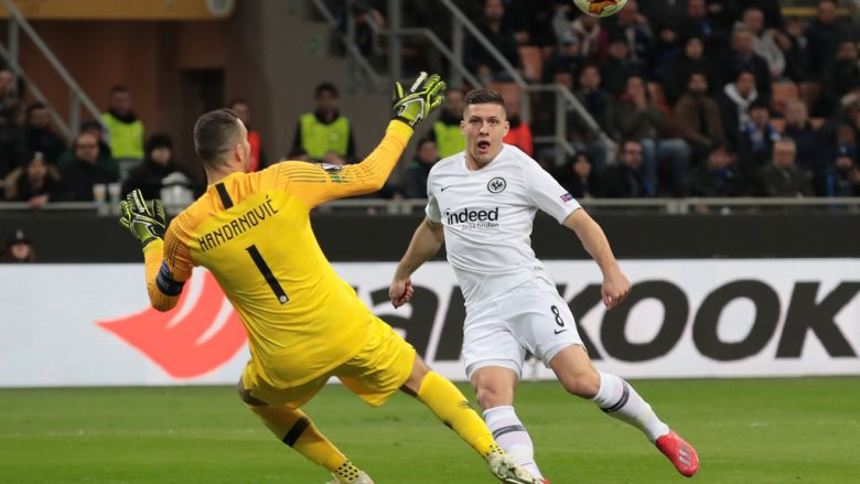 Jovic e Handanovic .  (Photo by Emilio Andreoli/Getty Images)