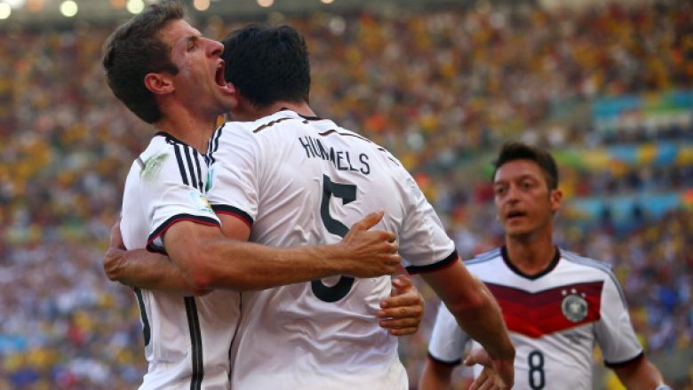 Mats Hummels dhe Thomas Mueller (Foto by Julian Finney/Getty Images/Guliver)