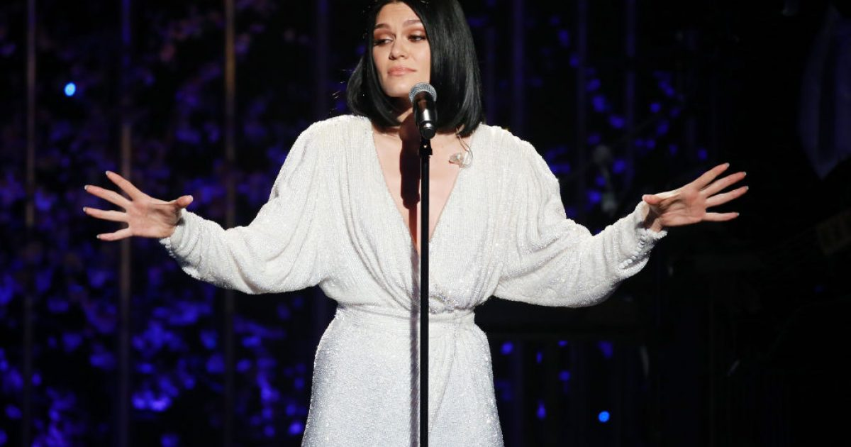 Jessie J reagon ndaj kritikëve: E di që kam celulit