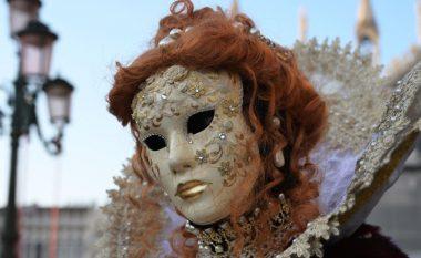 Shqiptari që krijon maska për karnavalin e Venecias