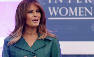 Përdoruesit e rrjeteve sociale thonë se Melania Trump me raste përdor sozi
