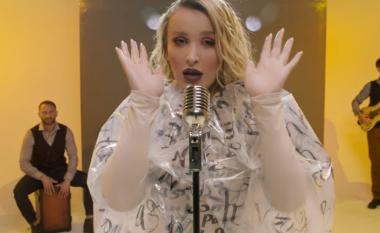 """Tuna publikon videon e këngës """"Tani m'ke zemër"""", pjesë e saj edhe bashkëshorti i këngëtares"""
