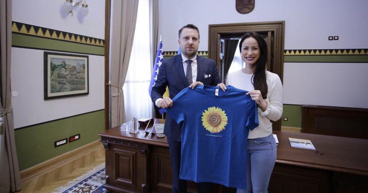 Albana Osmani zgjeron aktivitetin humanitar edhe në Bosnje, merr mbështetjen e kryetarit të Sarajevës