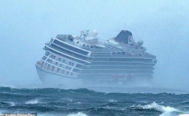 Njëri motor pushoi së punuari, pasagjerët e anijes në rrezik – pamje që tregojnë evakuimin e tyre me helikopter (Video)