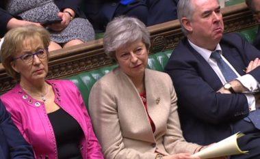 """Edhe një goditje për kryeministren May, parlamenti britanik për herë të tretë i thotë """"JO"""" marrëveshjes së saj për Brexit"""