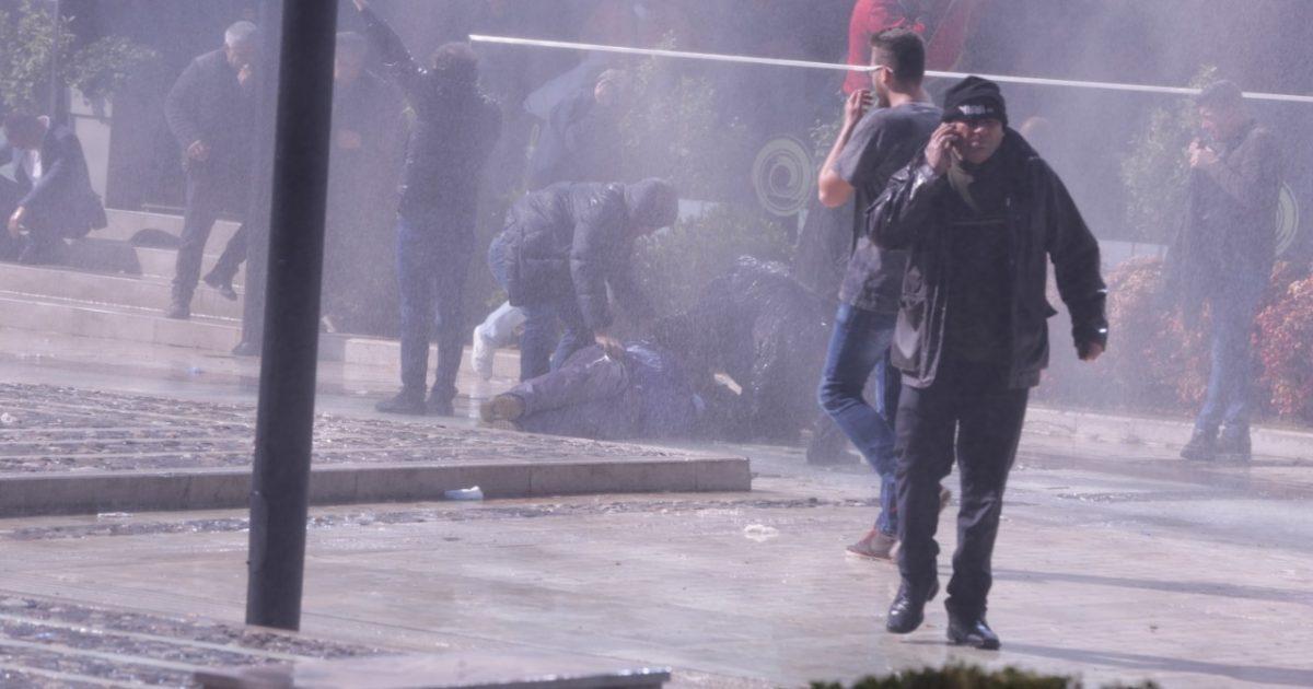 Procedohen penalisht 33 persona për dhunë në protestën e opozitës, mes tyre edhe Sekretari i Përgjithshëm i PD-së