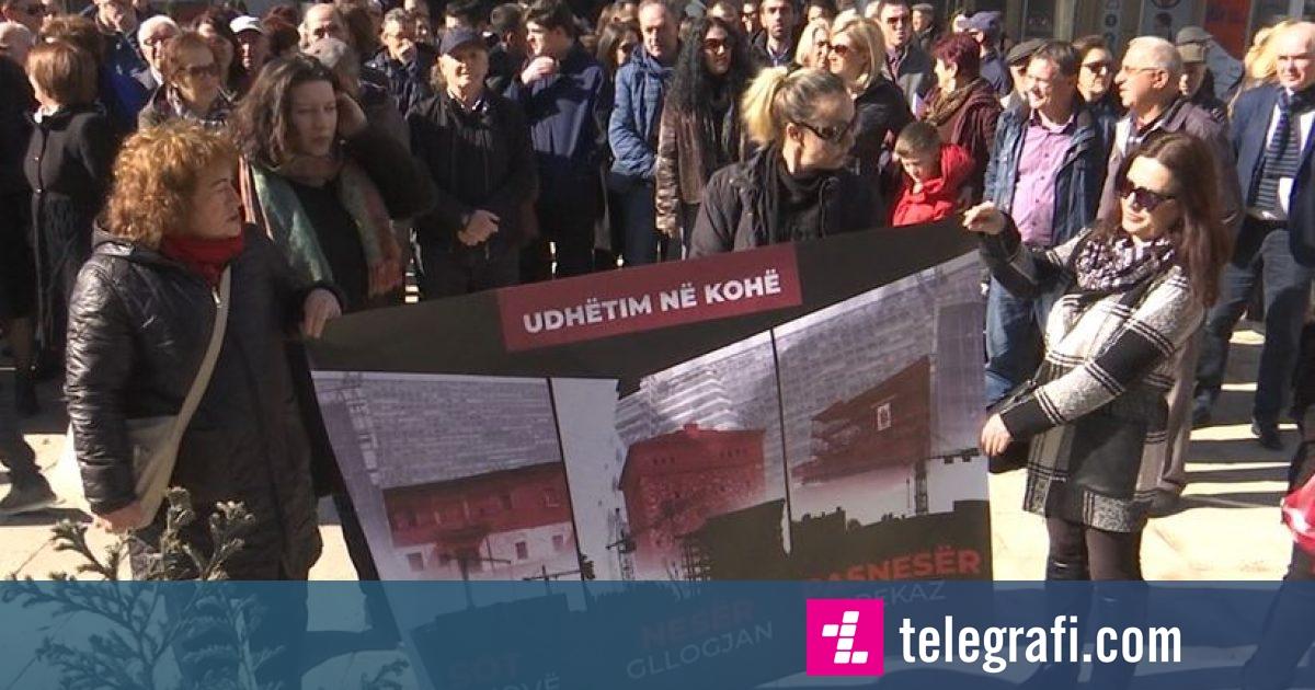 Në Gjakovë u protestua për kullën e Sylejman Vokshit (Video)