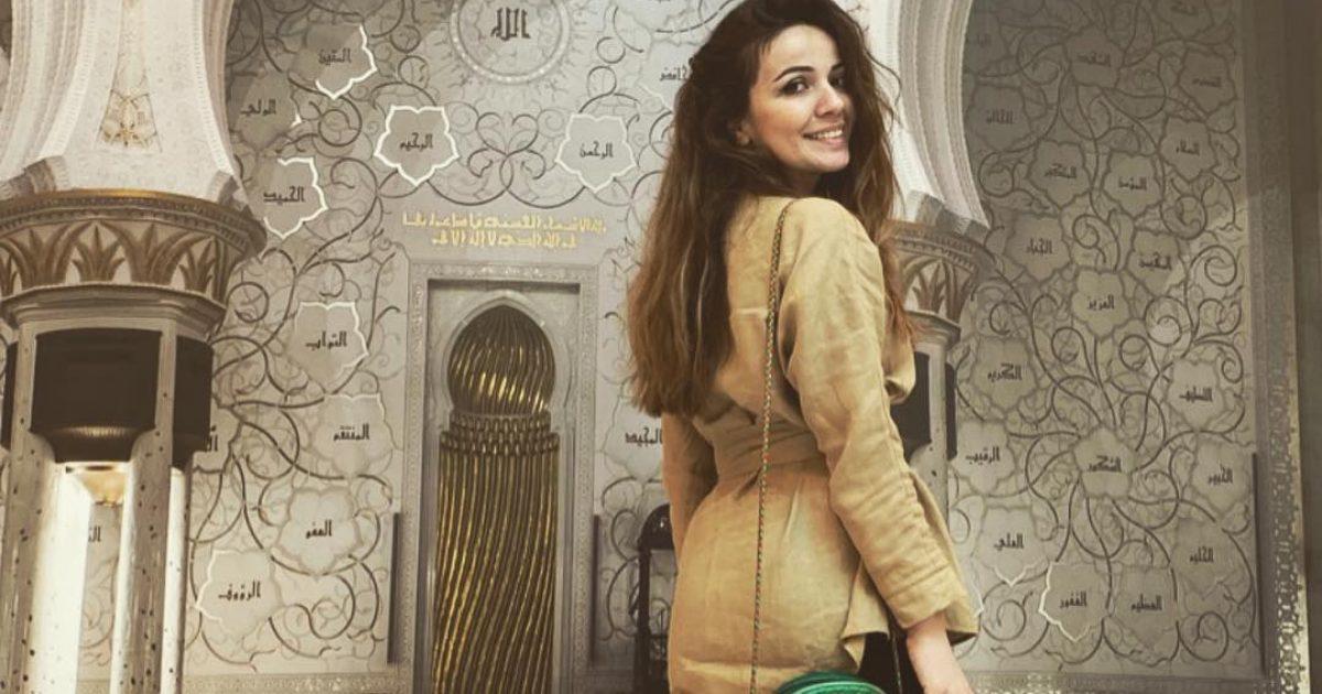 Mimoza Shkodra emocionohet gjatë vizitës në Xhaminë e Abu Dhabit