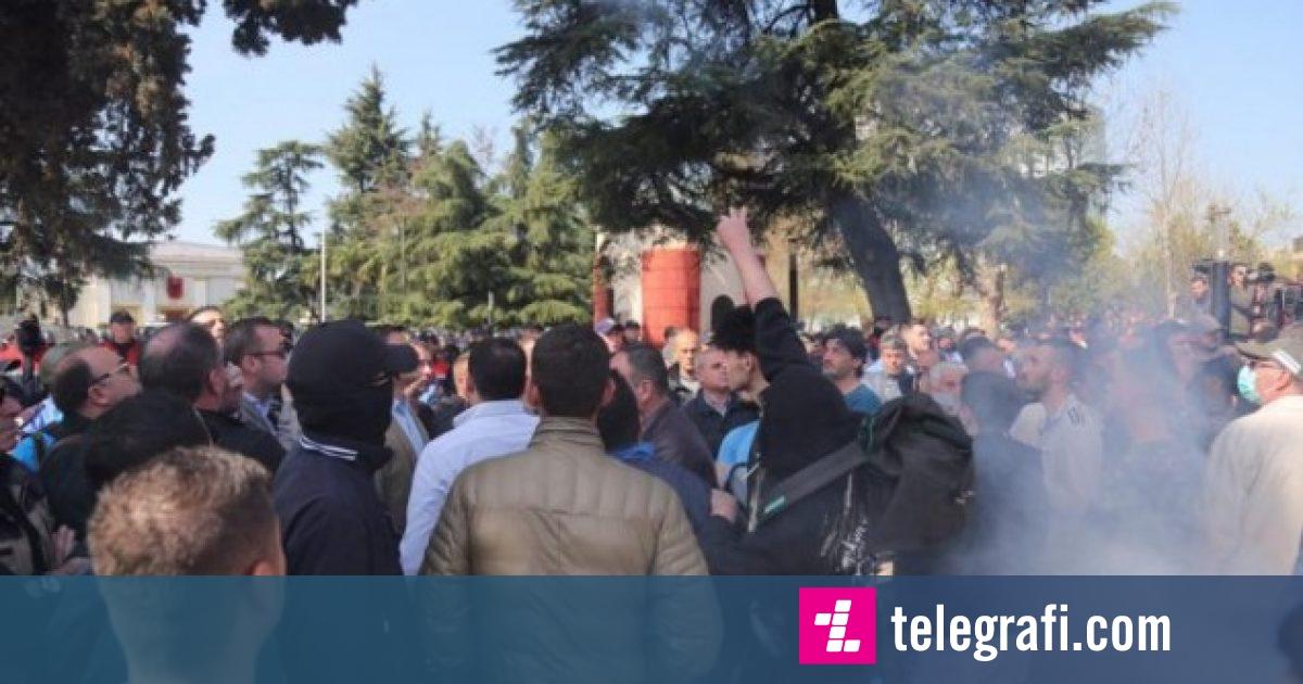 Protesta në Tiranë, policia procedon 29 persona
