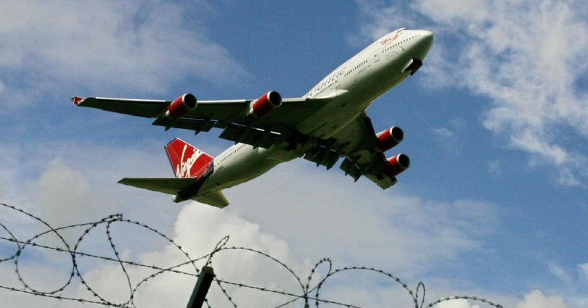 """""""Kollitje masive"""" në aeroplan, pasagjerët futen në karantinë"""