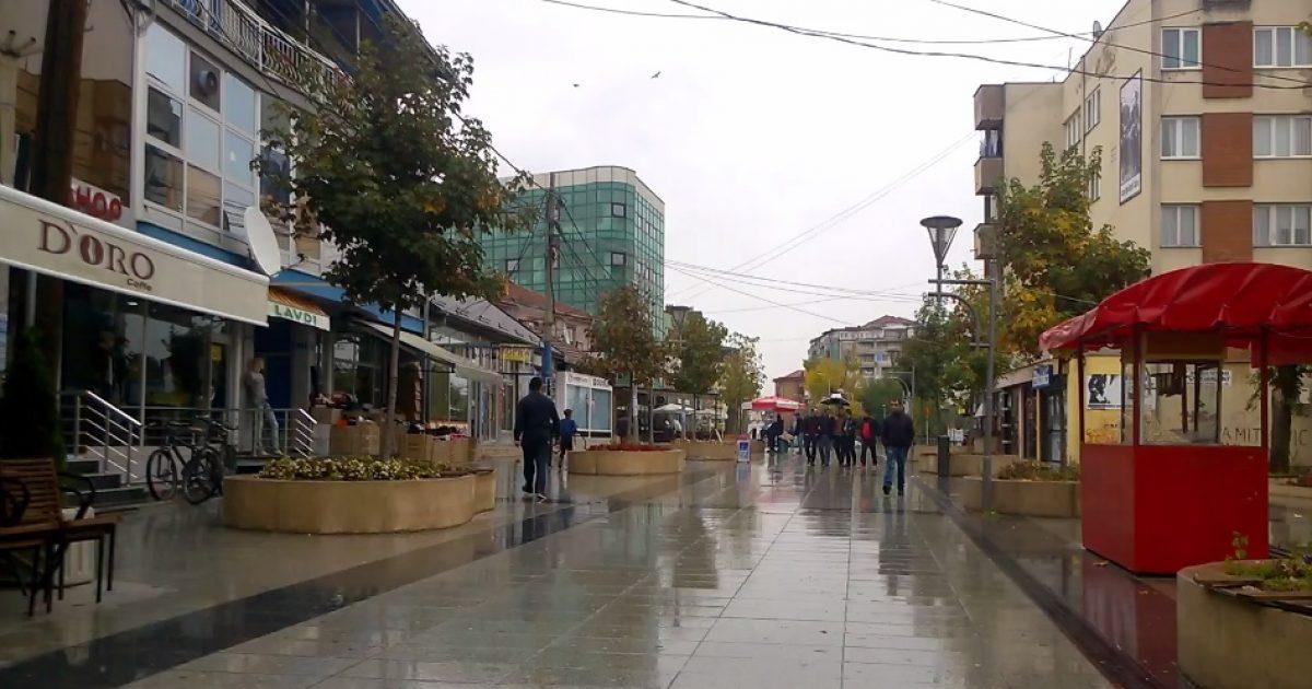 Në Vushtrri mbahet debat i deputetëve me qytetarë