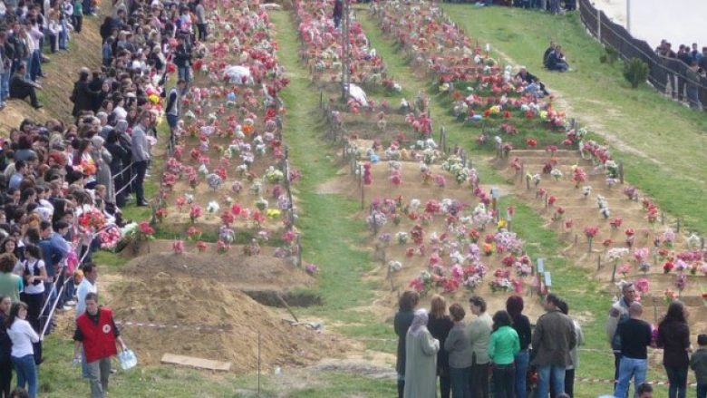 Shënohet 20-vjetori i masakrës së familjes Berisha në Suharekë