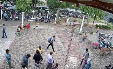 Pak çaste para masakrës në Shri Lankë, kamerat e sigurisë filmojnë kamikazin duke u futur në kishë (Video)