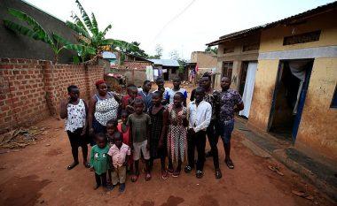 Vuan nga një çrregullim i rrallë, nuk mund të mbetet shtatzënë me një fëmijë - gruaja nga Uganda ka 6 binjakë, 4 trinjakë dhe 5 katërnjakë (Foto)