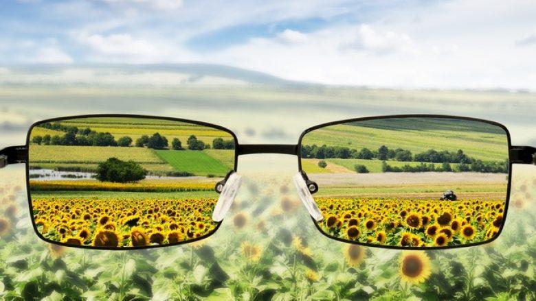 Doktorët e syve i tregojnë këshillat që duhet t'i ndiqni për të mos pasur nevojë për syze
