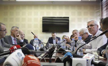 Përplasje në Komisionin hetimor mes Kurteshit dhe Thaçit (Video)