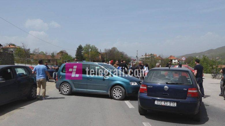 Përleshje fizike gjatë protestës në Mitrovicë, gjashtë të lënduar
