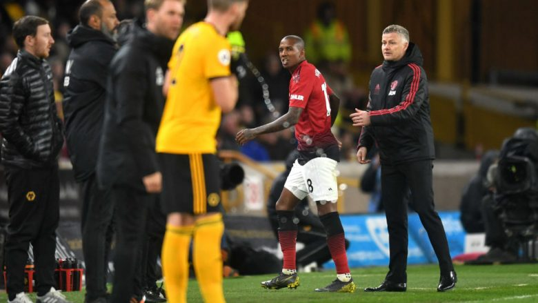 Ashley Young u përjashtua me karton të kuq (Foto: Michael Regan/Getty Images/Guliver)