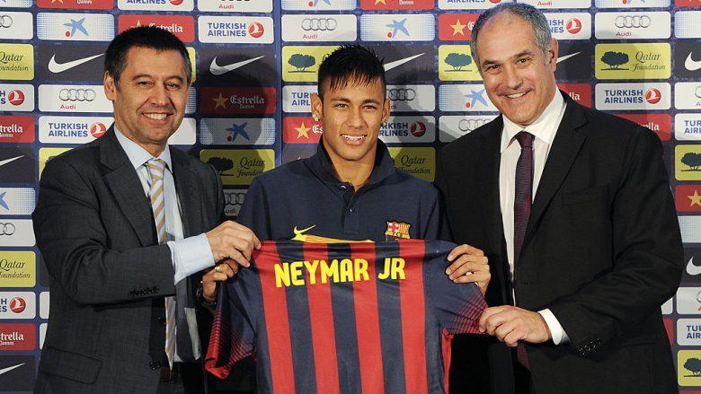 Neymar gjatë prezantimit si lojtar i Barcelonës (Foto: David Ramos/Getty Images/Guliver)