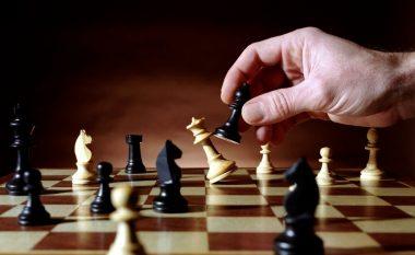 Legjenda për njeriun e mençur që la pa fjalë mbretin, tregime dhe supozime tjera – historia e lojës së shahut, të cilën e luajnë me miliona njerëz (Foto)