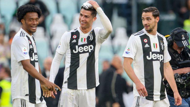 Festa e Cristiano Ronaldos me bashkëlojtarët (Foto: Giampiero Sposito/Getty Images/Guliver)