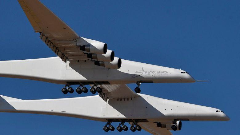 Fluturimi i parë i aeroplanit më të madh në botë, krahët e së cilit janë më të gjatë se një fushë futbolli