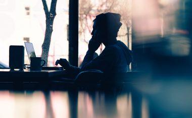Çka na bën të vetmuar dhe si ndikon kjo në trupin dhe mendjen tonë