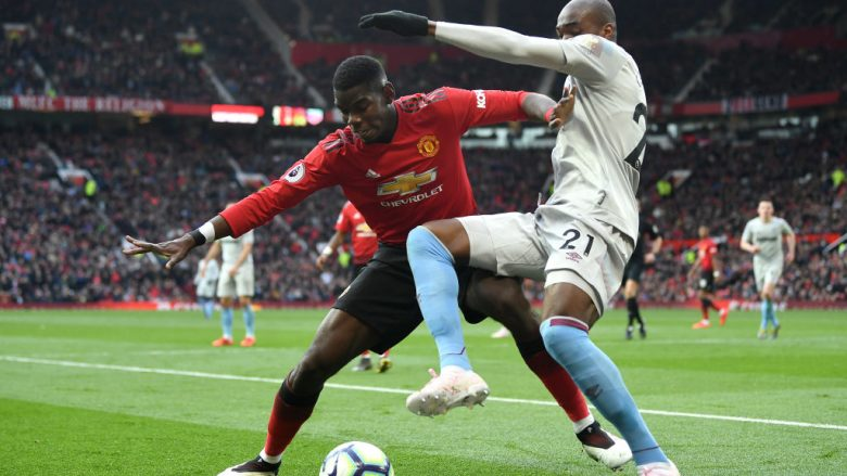 Paul Pogba në duel me Angelo Ogbonnan (Foto: Gareth Copley/Getty Images/Guliver)