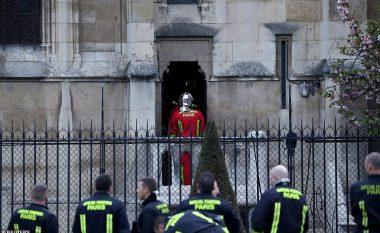 Pamjet gjatë dhe pas tragjedisë - çfarë ka mbetur nga Notre Dame në Paris (Foto/Video)