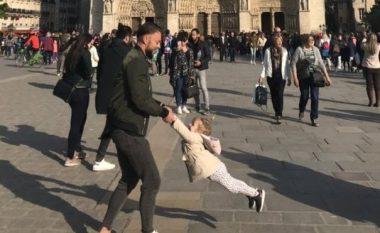 """""""Në kërkim të babait dhe vajzës"""": Fotografia që u bë pak para se të shpërthente zjarri në katedralen Notre Dame në Paris (Foto)"""