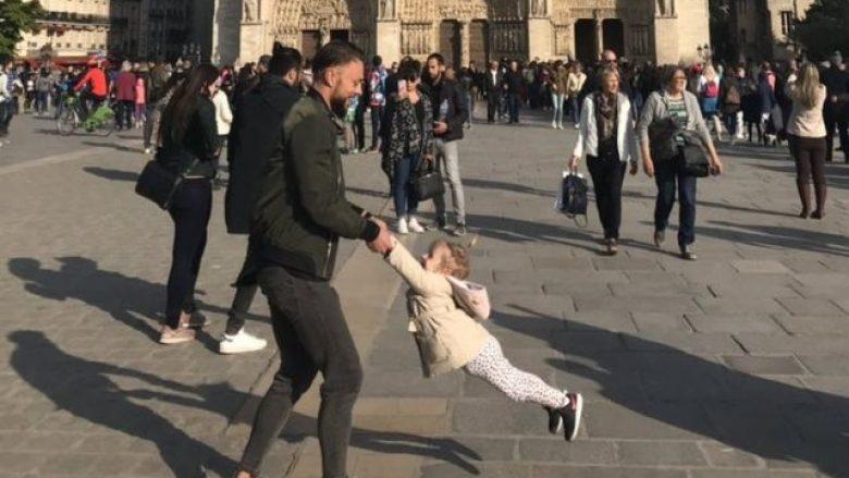 Brooke Windsor thotë se e bëri fotografinë pak para se të shpërthente zjarri në katedralen e Notre Dame