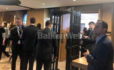 Incident diplomatik në Tiranë, delegacioni serb nuk pranon të ulet në tryezë me homologët nga Kosova
