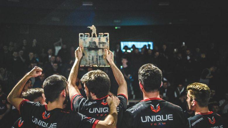 """Në foto: Ekipi """"Sach.Unique"""" gjatë ngritjes së trofeut në turnirin XPortal CS:GO Major 2019"""