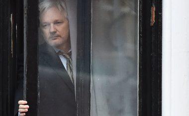 Kush është Julian Assange, i arrestuar në Londër: Çfarë bëri themeluesi i WikiLeaks, pse u arrestua dhe si i kaloi shtatë vitet në azil politik (Foto/Video)