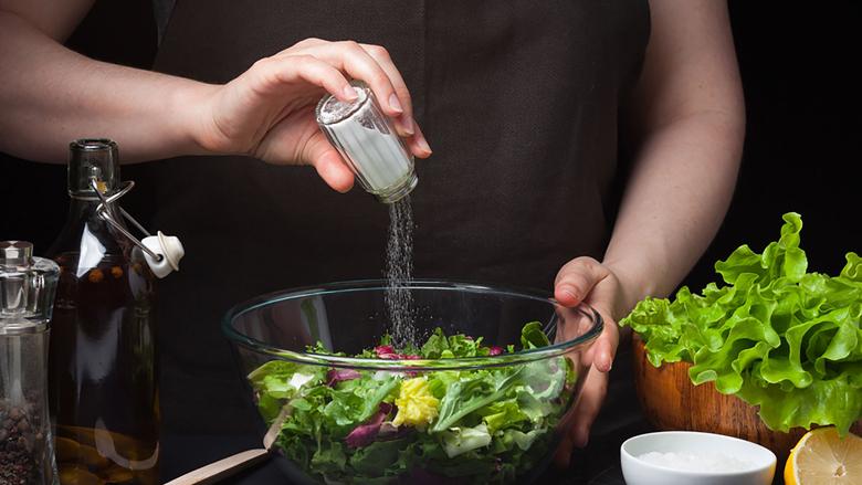 Gjendet mikroplastikë në 90 për qind të kripës për ushqim