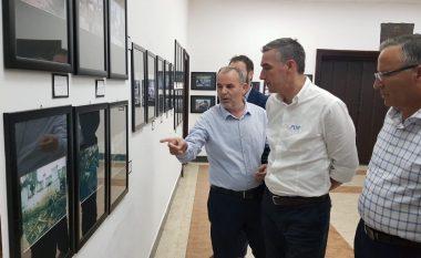 Veseli viziton ekspozitën me fotografi të gjenocidit serb - kërkon drejtësi për viktimat