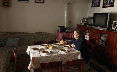 Gruaja që është bërë sinonim i vuajtjes në Gjakovë, thotë se nga shteti merr vetëm 250 euro por i është ndalë ndihma sociale