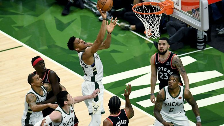Giannis Antetokounmpo. (Photo by Stacy Revere/Getty Images)
