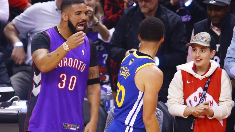 Drake dhe Stephen Curry  (Foto by Vaughn Ridley/Getty Images/Guliver)