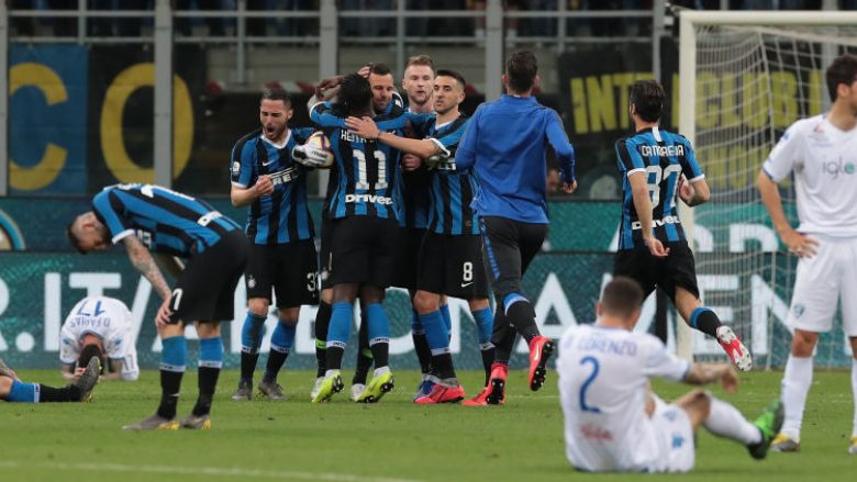 Futbollistët e Interit duke falënderuar Handanovicin (Foto: Emilio Andreoli/Getty Images/Guliver)