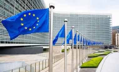 Raporti i KE-së për Kosovën, nuk përmendet heqja e vizave - kërkohet largimi i taksës