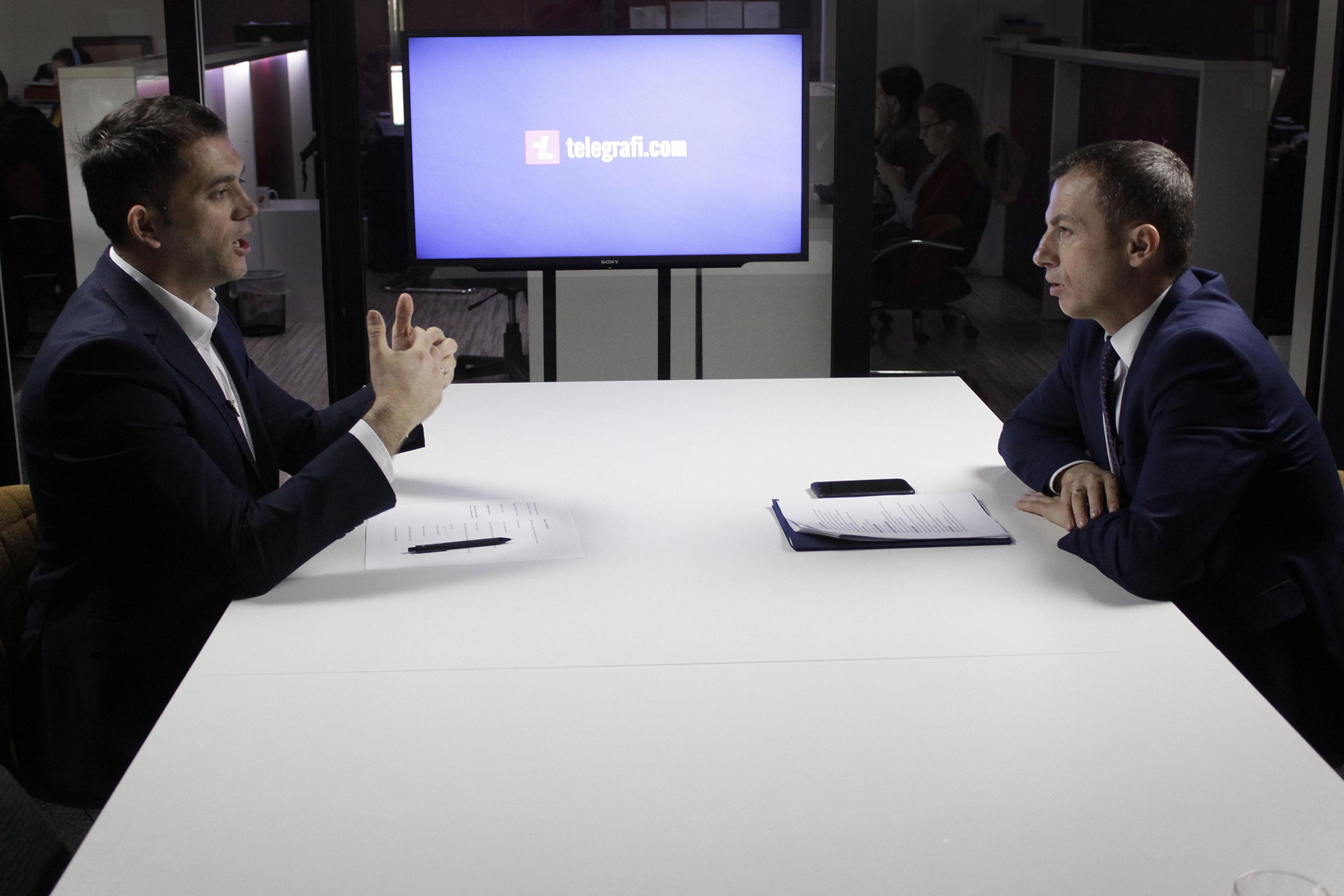 """Ministri i Punës dhe Mirëqenies Sociale, Skender Reçica, gjatë intervistës për Emisionin """"EKONOMI"""" në Telegrafi.com"""
