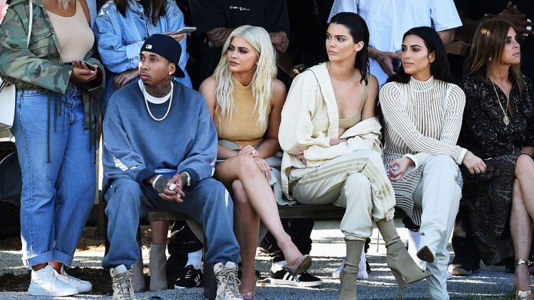 Tyga, Kylie Jenner, Kendall Jenner, Kim Kardashian dhe Carine Roitfeld (Foto: Jamie McCarthy/Getty Images for Yeezy Season 4/Guliver)